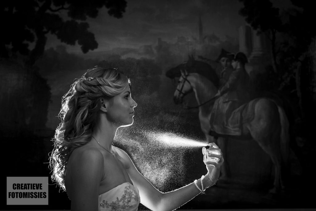 bruid met parfumspray