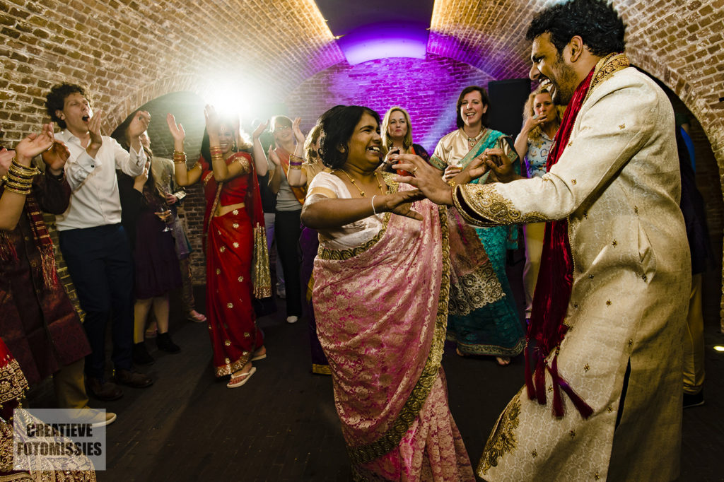 bruidegom en moeder